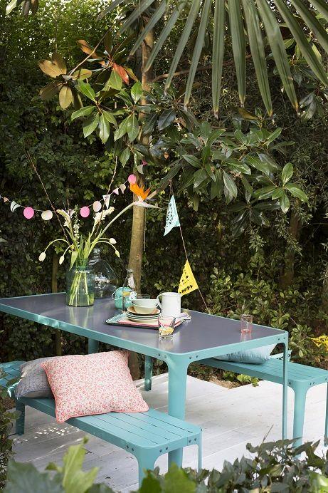 KARWEI   Dit tuinmeubilair in vrolijk blauw staal past helemaal bij de zomer en is handig te onderhouden
