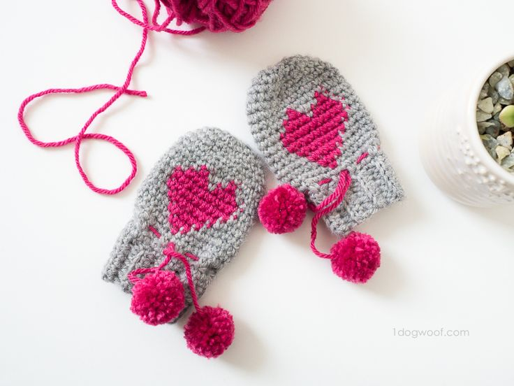 Baby Heart Mittens by One Dog Woof! Free #crochet pattern!