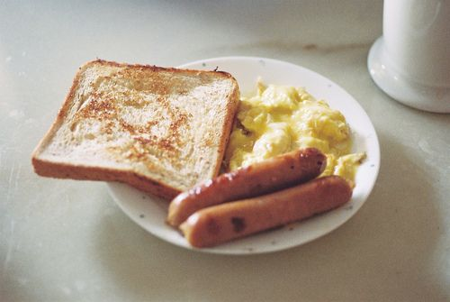 toast, scrambled eggs, and sausage links.
