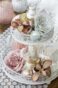 Planten met een bijzondere bladkleur zoals de roze #fittonia en de romantische orchidee passen perfect in deze zoete stijl.