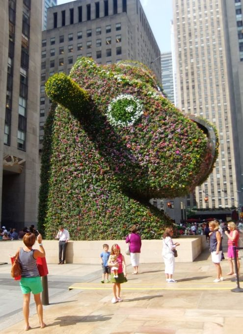 アート作品の巨大化ブーム? ジェフ・クーンズさんのSplit-Rocker完成 : ニューヨークの遊び方