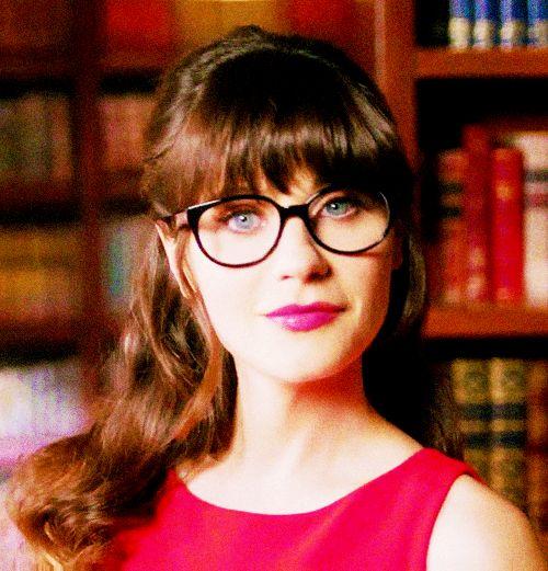 """Zooey Deschanel """"Glasses Girl""""!"""