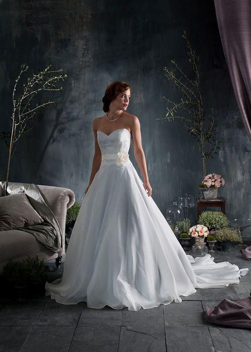 Very elegant Naomi Neoh vaporous wedding gown.