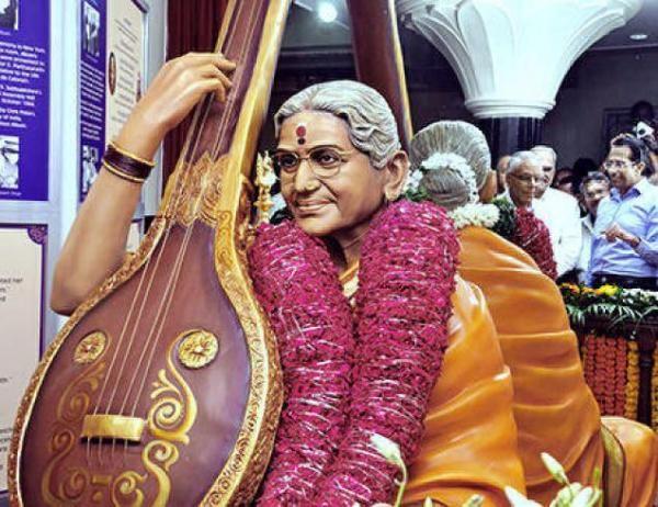 Statue of MS unveiled in Mumbai Shanmukhananda Hall in Matunga