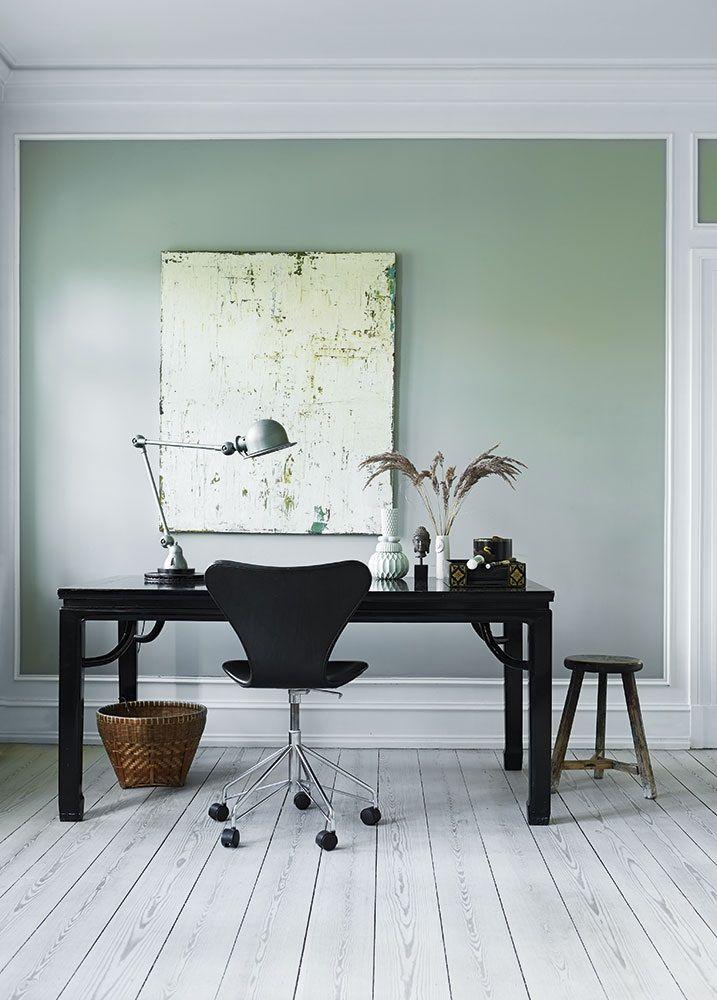 Bureau avec murs vert tendre