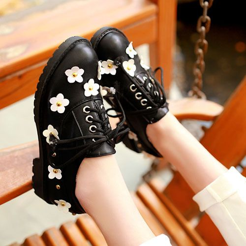 Белый, черный Шнуровке Oxfords обувь для женщин Новые Случайные Летние Туфли Дизайн Платформы квартиры Женская обувь цветы