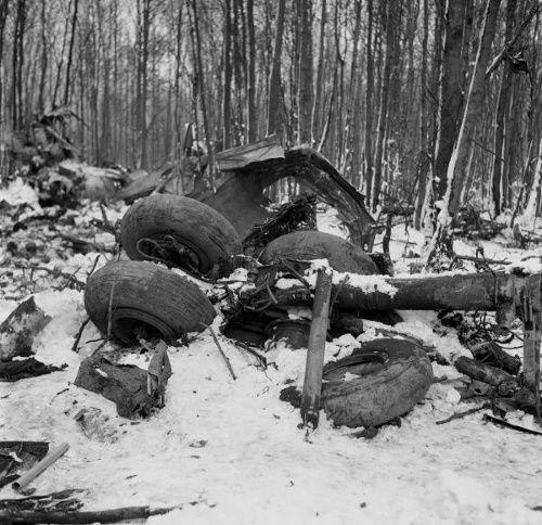 BRATISLAVA/PRAHA - Najhoršie letecké nešťastie v histórii Československa sa stalo pred 50 rokmi len pár kilometrov od bratislavského letiska. Bulharský Iľjušin Il-18 narazil 24. novembra 1966 v plnej rýchlosti do svahov Malých Karpát krátko po tom, čo po neplánovanom medzipristátí v slovenskej metropole odštartoval na ďalšiu cestu. Žiadny zo 74 cestujúcich na pravidelnej linke zo Sofie do Berlína ani osem členov posádky nemal šancu nehodu na vrchu zvanom Sakrakopec prežiť.
