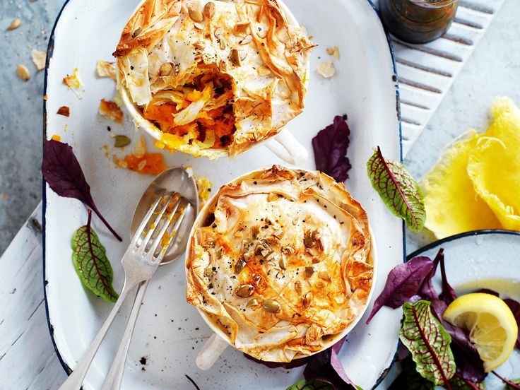 These delicious pot pies are a fantastic option for lunch. Small in size but big on taste, they'll have you wanting more so double the recipe. It's also suitable for diabetics.