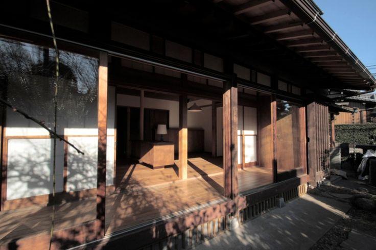 軒の出を深く1尺5寸延ばし,雨を楽しめる縁側にした。 専門家:渡辺貞明建築設計事務所が手掛けた、縁側(懐かしい新しさをつくる 和のリノベーション(木造1戸建てリノベーション))の詳細ページ。新築戸建、リフォーム、リノベーションの事例多数、SUVACO(スバコ)