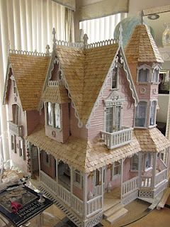So charming.  Love the gingerbread.