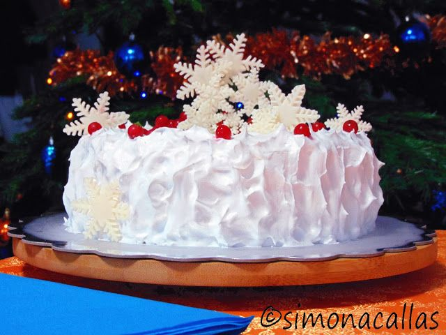 Tort de Craciun alb si rosu 3