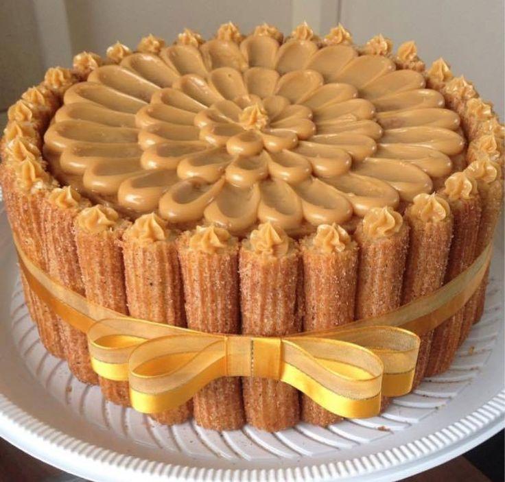 Olha esse bolo de churros com doce de leite, pensa que é difícil neh!?, pois é muito fácil, receita logo logo no meu site.