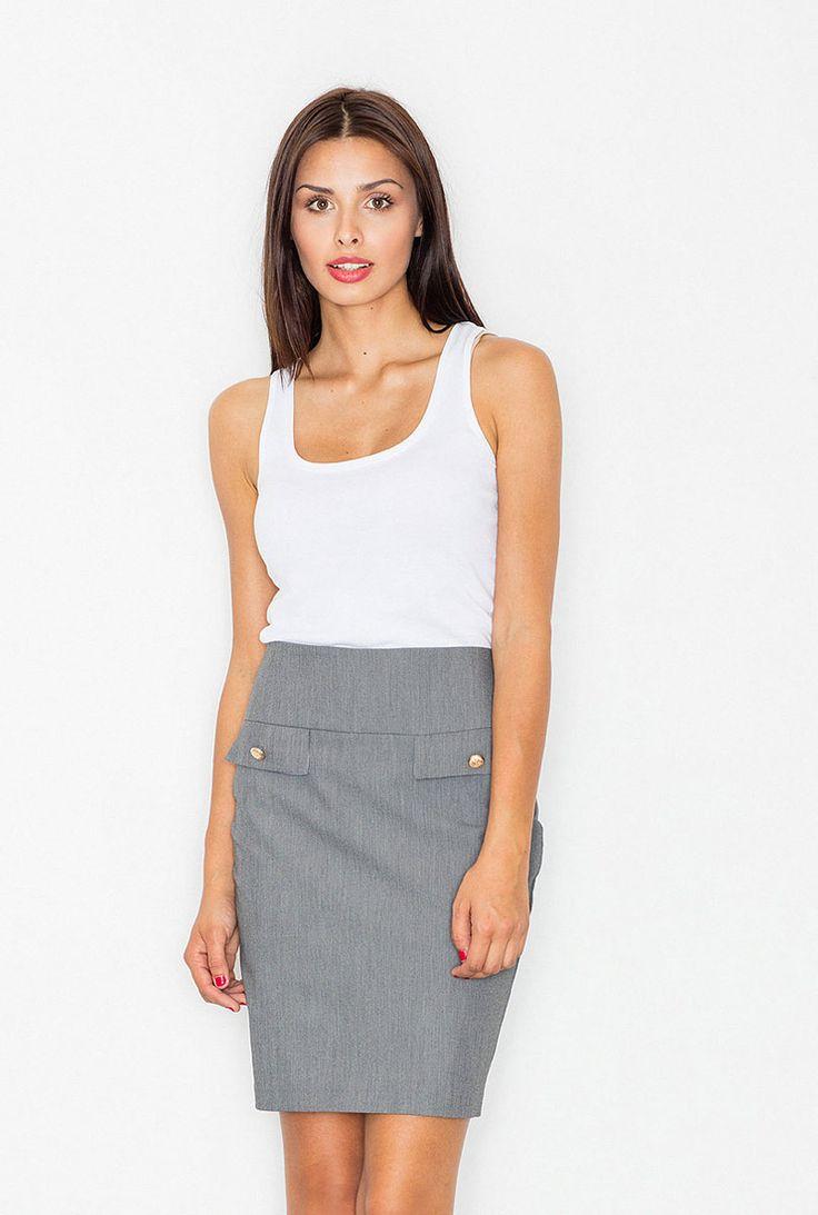 Formálna puzdrová sukňa s malým rázporkom na zadnom diely. Pás je vytvorený zo…