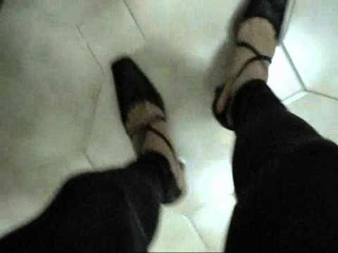 short and black leggings shoes - jeans corti,  leggings neri lucidi e tacchi - http://www.whitetights.org/short-and-black-leggings-shoes-jeans-corti-leggings-neri-lucidi-e-tacchi/