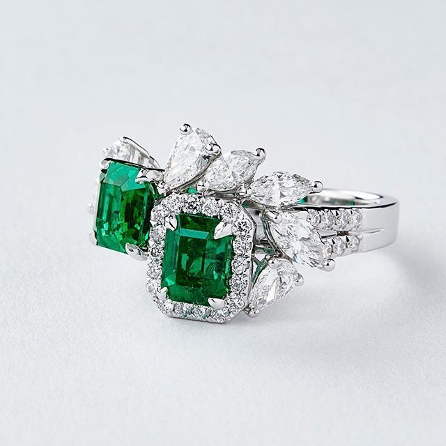 2 remarkably clean #vividgreen #emerald cuts set with a mixture of #marquise and #pear cut #diamonds by @qiuqiu_he - A versatile piece for both night and day, certified 'minor' by @gubelingemmology - The photo is of course #nofilter meaning the #stones look even more attractive in person. #shanghaishanghai #emeralds #colombianemerald #colombianemeralds #muzo #muzoemeralds #finejewellery #vivid #green #gubelin #cocktailring #ring #rings #shanghai #china