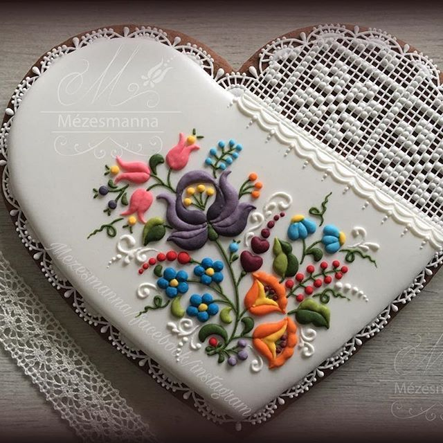 Lovely hungarian pattern #hungarian #pattern #flowers #colorful #flower #lace #cookies #heart #royalicing #icingcookies #handmade #handpainted #lovely #iloveit #instadaily #instafood #instagramers #instaphoto #instapicture #instapic #instalikes #instaart #instaday #instalike #szeretem #szeretemamunkam #mutimitcsinalsz #mézeskalács