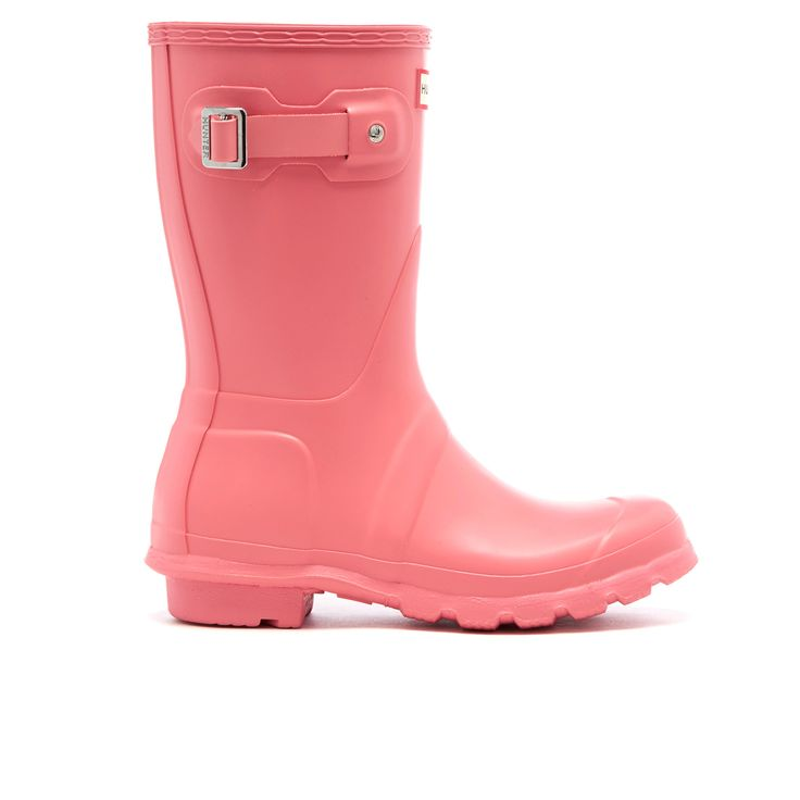 Get Hunter Women's Original Short Wellies - Pink now at Coggles - the one stop shop for the sartorially minded shopper. Free UK & EU delivery when you spend £50.