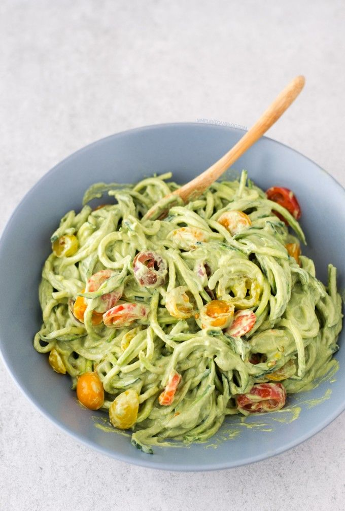 Zucchini Noodles with Avocado Sauce | http://simpleveganblog.com/zucchini-noodles-with-avocado-sauce/