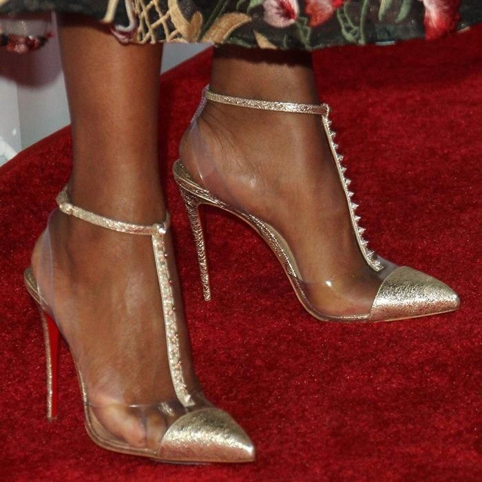 timeless design 4deae 62533 Kerry Washington showing off her feet in Christian ...