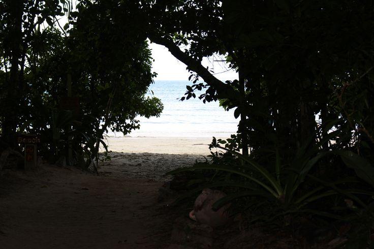 Hidden Beach!!!! Queensland, Australia