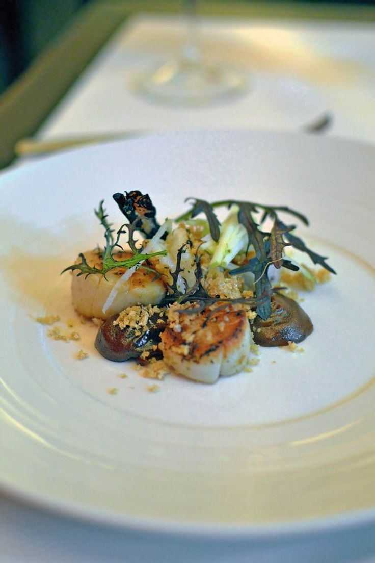 Seared scallops at One6Eight, Balmain - by heneedsfood