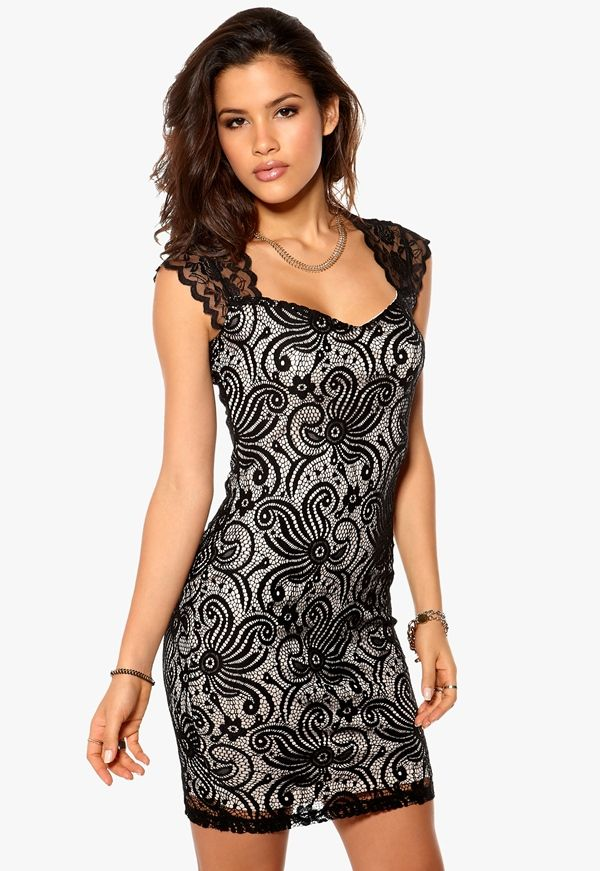 http://www.bubbleroom.no/nn/kl%C3%A6r/dame/sisters-point/minikjoler/eu-dress-black-stone