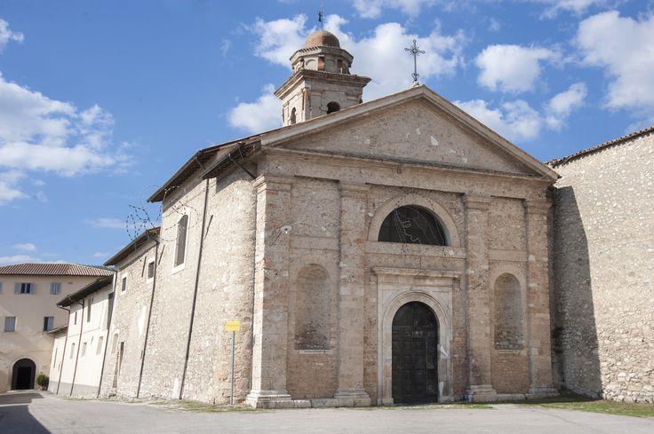Il Monastero di Sant`Antonio si tratta di un complesso costituito dal monastero delle monache benedettine e la loro chiesa, la quale forma un corpo unico con le mura urbiche ed è ben visibile grazie allo svettante campanile, il punto più alto di Norcia.