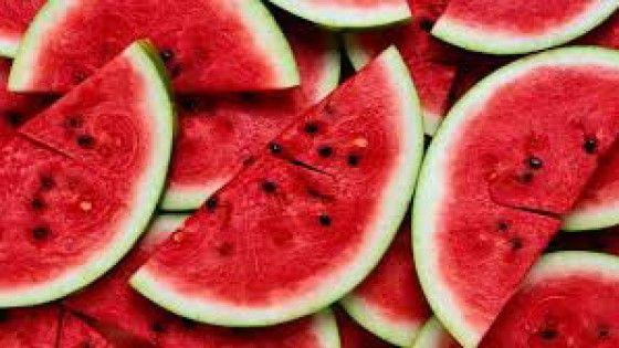 """Ricco di acqua, fruttosio, vitamine e sali minerali, il cocomero dalla polpa rossa è non solo un rimedio contro la """"fiacca"""" estiva, ma regala"""