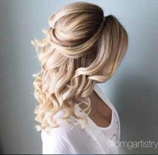 Love half up half down curled style!