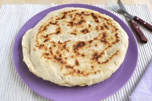 Focaccia in padella, scopri la ricetta: http://www.misya.info/2014/06/20/focaccia-in-padella.htm