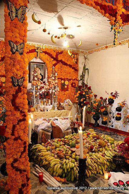 Ofrenda de día de muertos  - for more of Mexico, visit www.mainlymexican... #Mexico #Mexican #altar