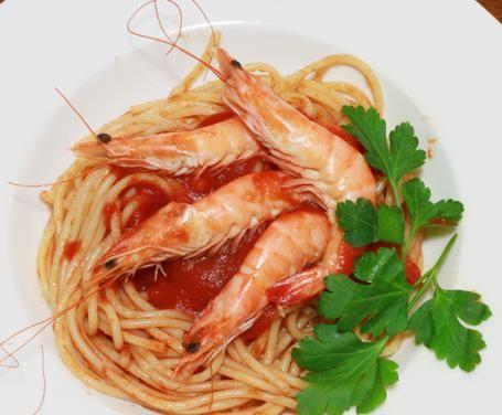Spaghetti ai gamberoni: la ricetta per preparare gli Spaghetti ai gamberoni