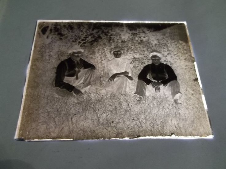 VINTAGE GLASS PLATE PHOTO NEGATIVE - TWO MEN and WOMAN in VINTAGE CLOTHING - #94