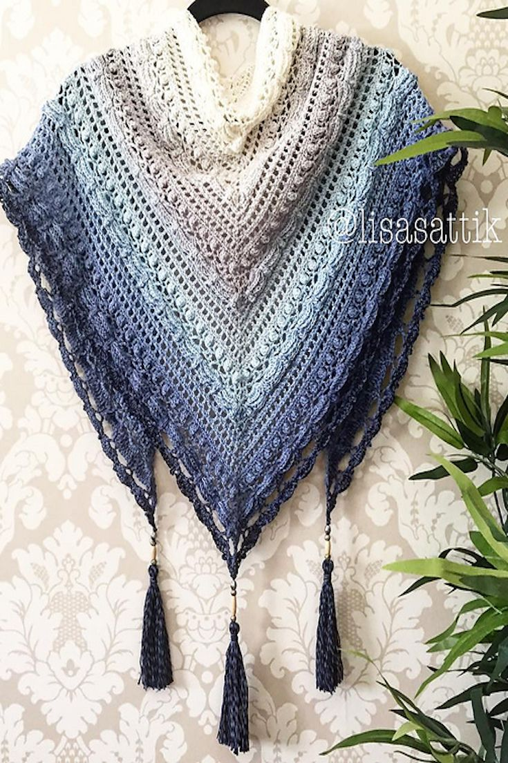 I just love this shawl (lost in time shawl ?) and the colour (Scheepies blueberry bam bam swirl).