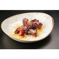 """Шеф-повар ресторана """"Шале"""" рассказывает, как приготовить курицу в соусе """"Хойсин""""."""
