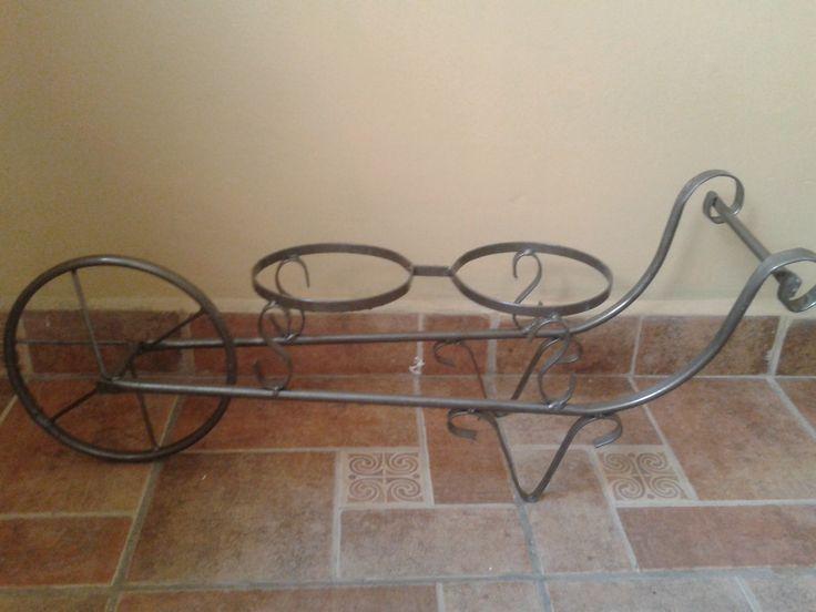 Carretilla de metal $170 dimenciones 80cm largo, 30cm alto 22.5 ancho en colores cobre, plata, cafe tacuba, anodizado, blanco y negro