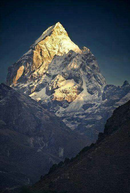Mount Everest, Nepal. Do not want to venture up this however the site of it is amazing, cannot wait to go #fairfieldgrantswishes