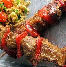 Το κρέας από πρόβατο έχει μια βαθιά και γλυκιά γεύση που ταιριάζει πολύ με την ανάλαφρη σαλάτα με κινόα