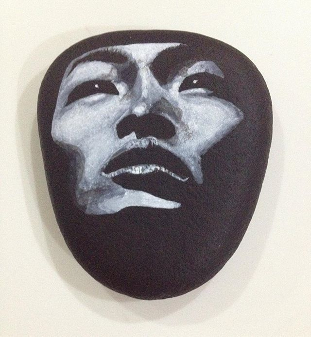 Siyah-beyaz fotoğraftan taş üzerine - from B&W photograph on2 stone surface #stone #pebble #rock #stone painting #stonepaint  #acrylics #art #black and white #Asian #slanted eyes #lowkey #tasboyama #taş #taşboyama #dekor #dekoratif #dekorasyon #hediyelik #elyapımı #handmade #10marifet #hobinisat #elemeği #globalrockpainters #shabbychic #N4Joy