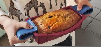TIP Wist je dat je boter kunt vervangen in bakrecepten door een zelfde hoeveelheid appelmoes? De appelmoes proef je niet terug in het recept en daardoor is dit een basisrecept voor een luchtig brood/cake (dat niet zoet is!). Ook hoef je het deeg niet te kneden en staat je brood daardoor binnen 10 minuten in de oven. Voeg vooral aan het brood/cake toe wat jij lekker vindt, zoals gedroogd fruit of noten of bijvoorbeeld geraspte kaas en zongedroogde tomaatjes.