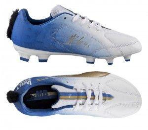 Agen Taruhan Bola – Gaya Rambut Balotelli Jadi Model Sepatu – Baru-baru ini, produsen sepatu Puma mengeluarkan sebuah edisi sepatu sepak bola dengan motif gaya rambut mohawk milik Mario Balotelli.