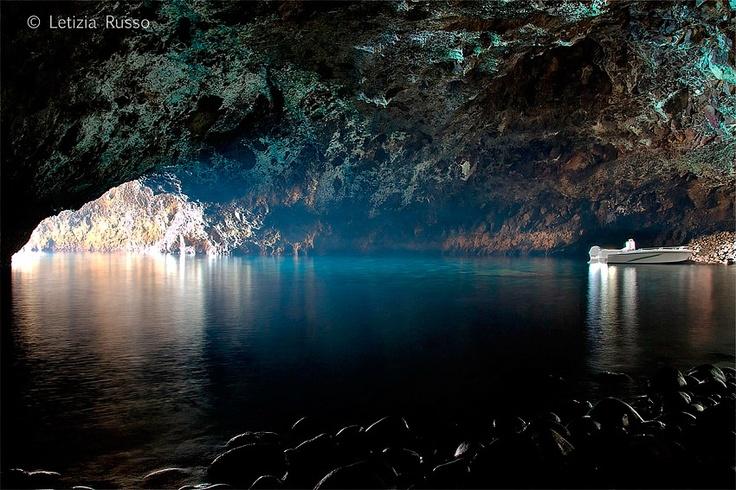 La grotta di Filicudi (Isole Eolie -  Sicilia)