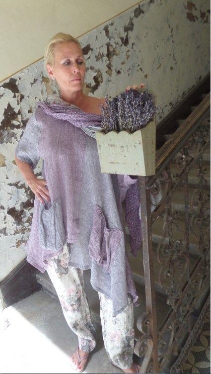 Üzlet: HOME BAZAAR- len és tervezői ruhák Budapest, VII.kerület, Kazinczy utca 6/a. 1-escsengő www.facebook.com/... Online rendelés IS!El kell küldened a kiválasztott ruha képét a zsoka@homebazaar.... a centis méreteiddel és a tel.számoddal -felhívlak,vagy megírom az árat! Nyitva tartás: K_P 12-19ig  Sz 11-16ig Tel:209554448