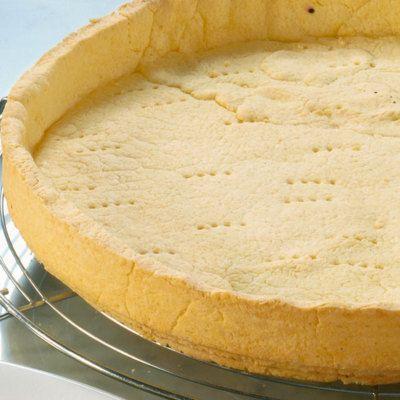 Mürbeteig ist die ideale Grundlage für leckere Obstkuchen, aber auch als Basis für edle Torten. Er braucht allerdings immer etwas Ruhe.