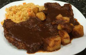 Bistec en salsa de pasilla - foto (c) Robin Grose