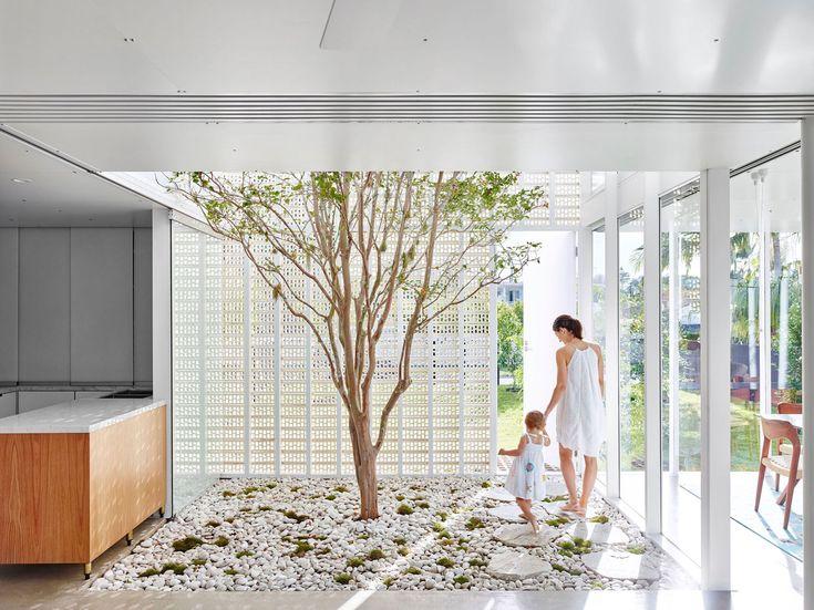 Naranga Avenue House in Goald Coast, Australia by James Russell Architect | Yellowtrace