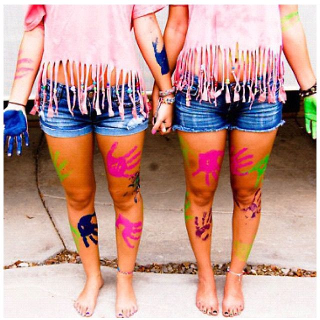 Hahaha looks kinda like me and melissa after our tie die fight! :D