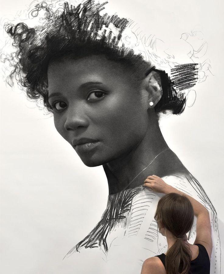 Clio Newton, una talentosa artista que crea impresionantes dibujos realistas de mujeres, hechos únicamente con carbón comprimido sobre papel Fabriano.