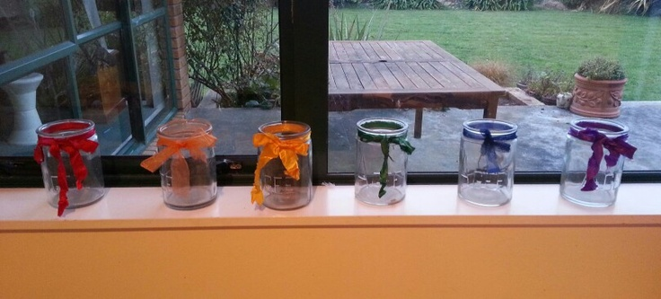 Take some old jars, add coloured ribbon and get instant fabric scrap jars for all my little pieces !