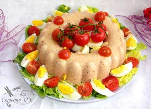 Je cherchais une recette pour utiliser mon moule couronne tupperware pour mon entrée à Pâques. Quand j'ai vu celle ci chez